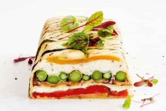 Вегетариански тарт с рикота, аспержи и тиквички - изображение