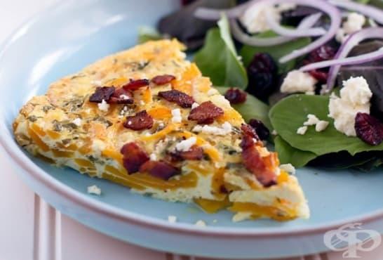 Тиквен пай с бекон, яйца и сирене - изображение