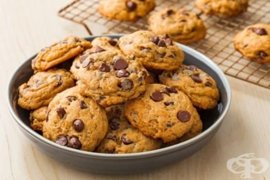Бисквити с тиква и шоколадови парченца - изображение