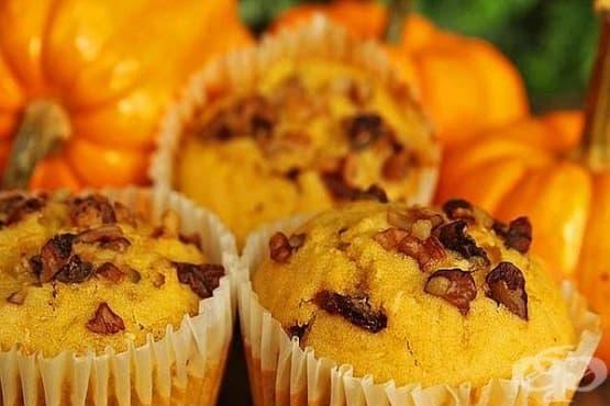 Тиквени кексчета с орехи и шоколад - изображение