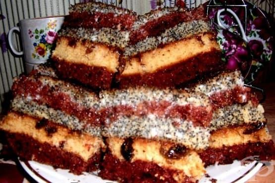 Торта с мак, стафиди, какао и сметанов крем - изображение