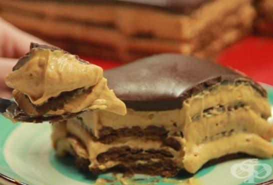 Шоколадова бисквитена торта с карамелов крем - изображение