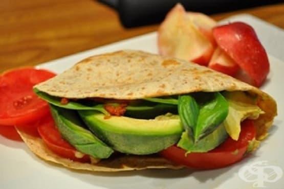 Тортила сандвич с авокадо - изображение