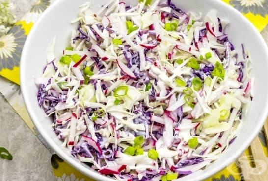 Трицветна зеленчукова салата с кисело мляко - изображение