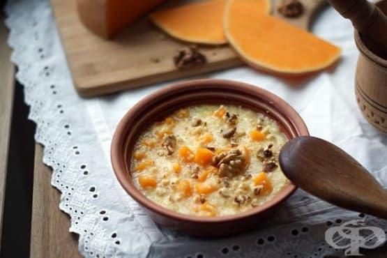 Царевична каша с тиква, масло и орехи - изображение