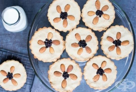 Веган бадемови бисквити с касис - изображение
