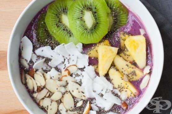 Веган плодово смути в купа - изображение