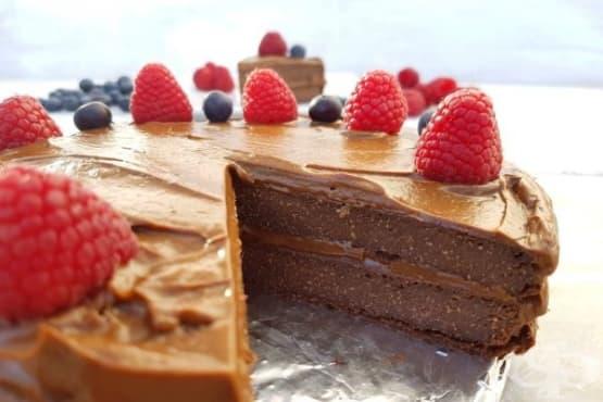 Шоколадова веган торта с киноа и авокадо - изображение