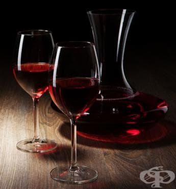 Домашно вино от арония със стафиди - изображение