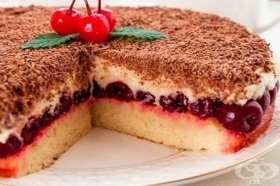Вишнева торта с маскарпоне крем и шоколад - изображение