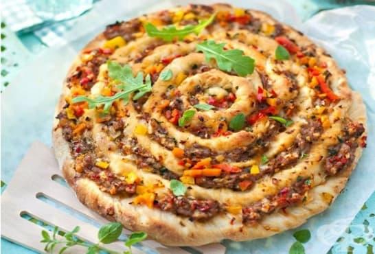 Вита пица с кайма и чушки - изображение