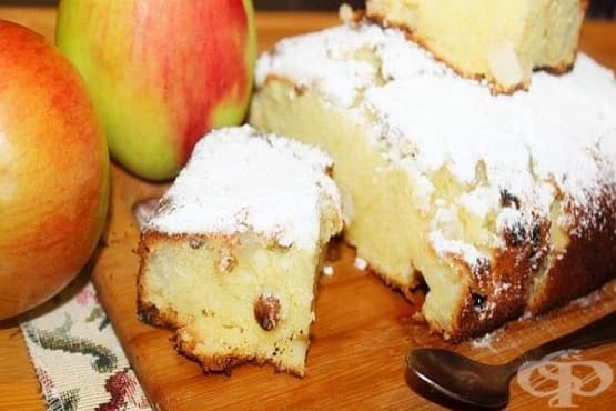 Сладкиш с ябълки и стафиди - изображение