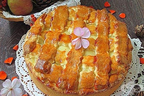 Ябълкова питка с ванилов крем - изображение