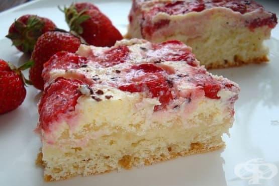 Бърз ягодов сладкиш с яйца - изображение