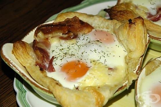Яйца с бекон в тесто на фурна - изображение