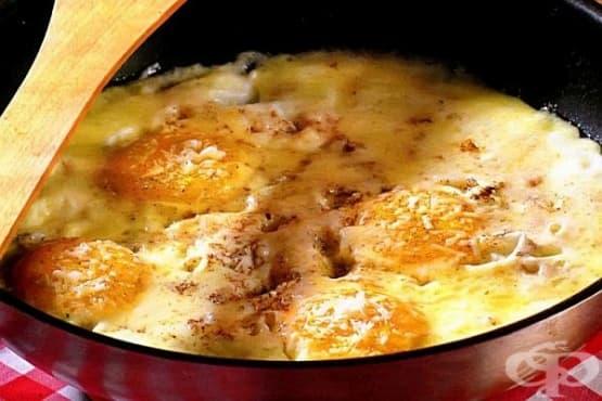 Яйца с пармезан и моцарела - изображение
