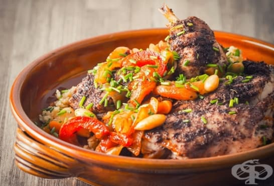 Задушен заек в гювеч със зеленчуци, сушени плодове и кускус - изображение