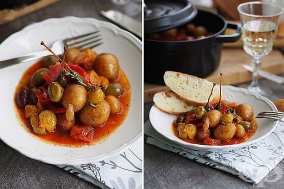Задушени картофи в домати и бяло вино с маслини и каперси - изображение