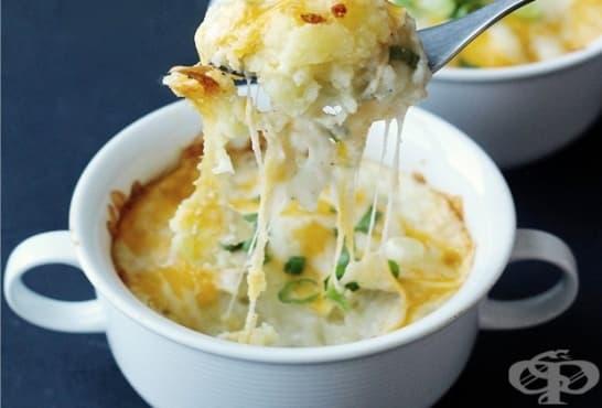 Запечена салата от картофи с кашкавал - изображение