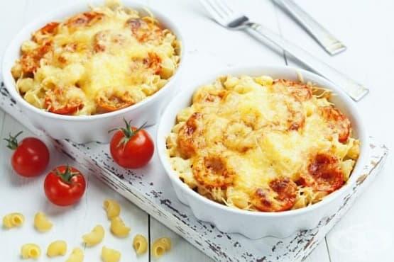 Гювечета от запечени макарони с царевица, зеленчуци и сметана - изображение