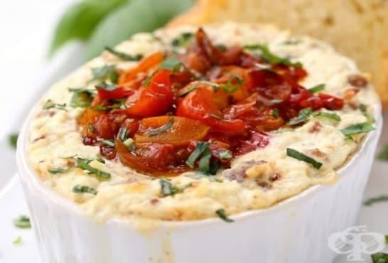 Запечено сирене с чушки, домати и кайма - изображение