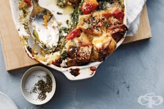 Запеканка със стар хляб, спанак и три вида сиренe - изображение