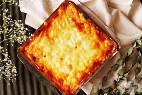 Редена запеканка с картофи и доматен сос - изображение