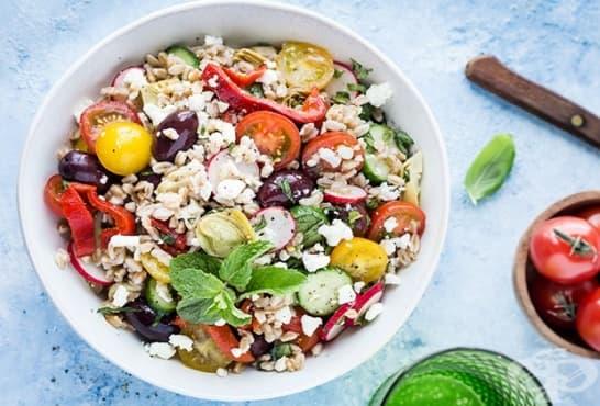 Зеленчукова салата с жито - изображение
