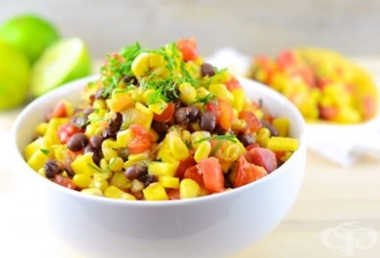Зеленчукова салата с манго, червен боб и царевица - изображение