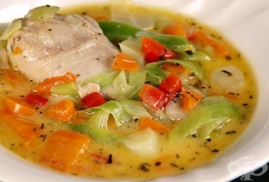 Зеленчукова супа с праз и пилешко месо - изображение
