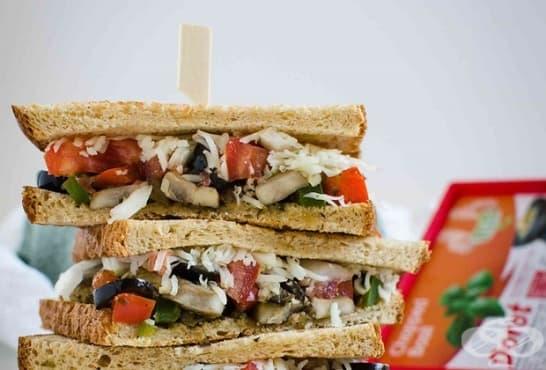 Зеленчукови сандвичи с гъби, чушки и моцарела - изображение
