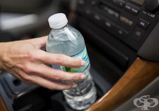 Не пийте вода от пластмасова бутилка, престояла на слънце  - изображение