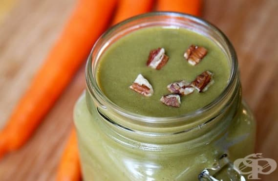 Насърчете отслабването с напитка от моркови, банан, спанак, соево мляко и подправки - изображение
