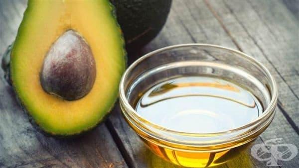 Направете си маска за сияйна коса от кокосово масло и масло от авокадо - изображение