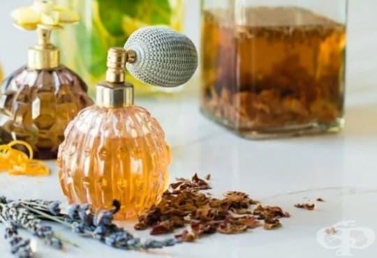 Пригответе си домашен парфюм от лавандула, ванилия и розови листенца - изображение