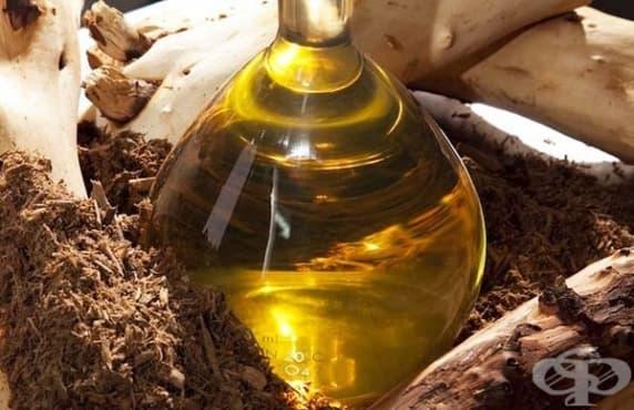 Направете си отморяващи соли за крака с масло от сандалово дърво - изображение