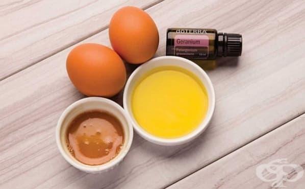 Направете си укрепваща маска за сияйна коса с масло от здравец  - изображение