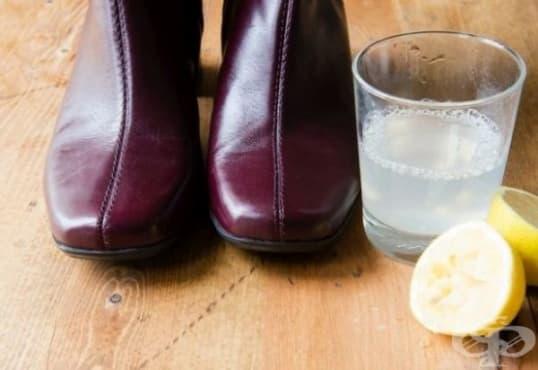 Отстранете петната по кожените обувки с лимонов сок - изображение