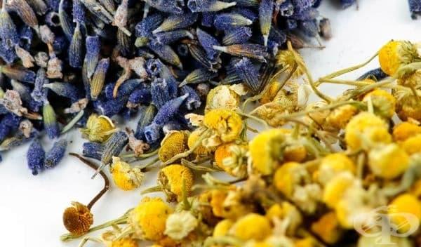 Заличете синините по кожата с компрес от билков чай - изображение