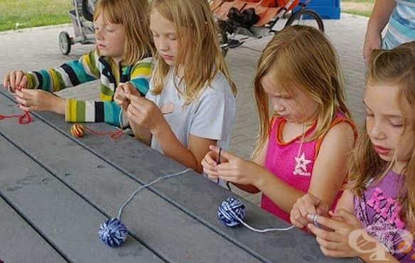Плетенето развива редица умения на децата - изображение