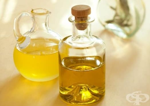 Спрете ранното побеляване на косата със сусамово масло и масло от морковени семена - изображение