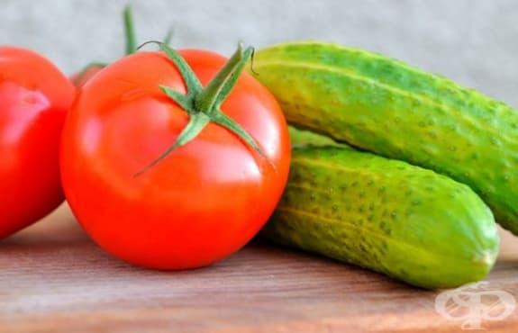 Направете си маска за мазна кожа от краставица и домат   - изображение