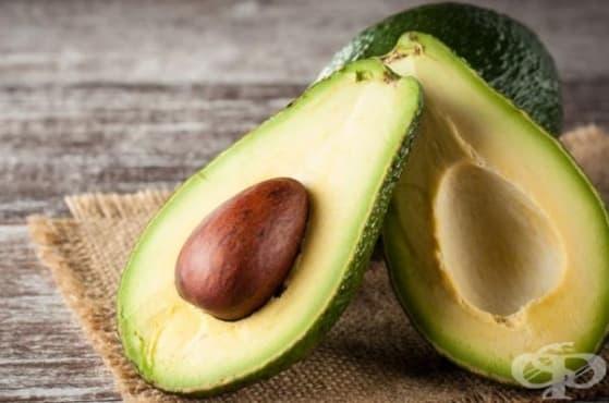 Хидратирайте кожата на лицето си с маска от краставица и авокадо - изображение