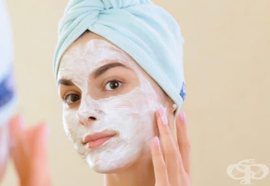 Направете си маска за суха кожа от кисело мляко, авокадо, мед и овесени ядки  - изображение