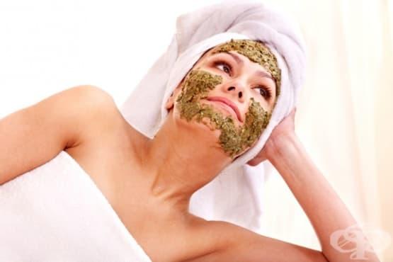 Направете си подмладяваща маска за лице от киви и авокадо - изображение