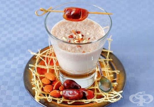 Направете си детоксикиращо смути от ябълка, фурми, бадеми и какао  - изображение