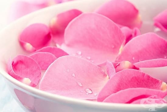 Вижте 5 начина за почистване и овлажняване на кожата с розова вода  - изображение