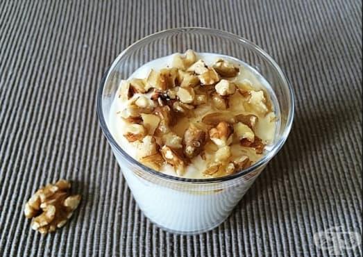 Консумирайте кисело мляко и орехи като противовъзпалително средство - изображение