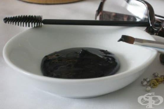 Направете си безвредна спирала от активен въглен, алое и натурални масла - изображение