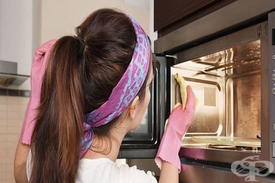 Почистете лесно и ефективно микровълновата печка с ябълков оцет и лимонов сок - изображение